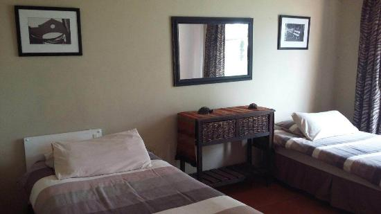 Lakeview Backpackers: Twin room