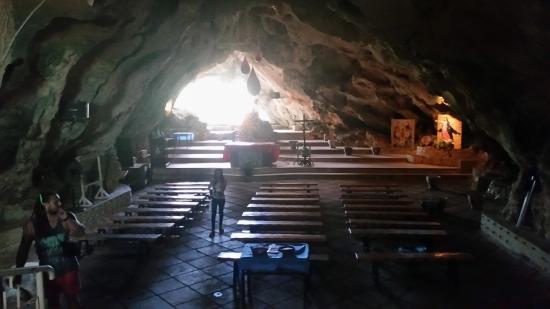 Maasin, Filippinene: Inside the shrine