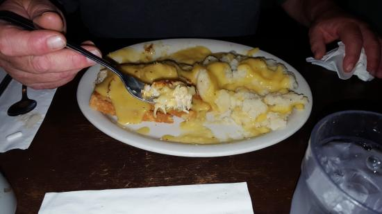 Arnold, Καλιφόρνια: Husband had the turkey sandwich with creamy gravy and mash.