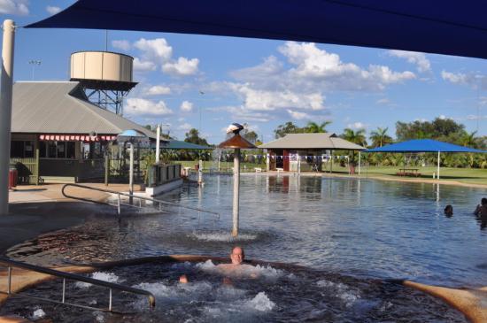 Blackall Aquatic Centre: Hot spa and a slide into the cool pool!