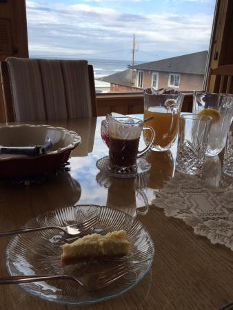 Breyhouse Ocean View Bed and Breakfast Inn: Breakfast dessert!