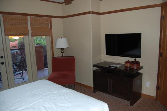 Sedona Summit Resort  Bedroom of 1 bedroom Sunset Mesa suite. Kitchen of 1 bedroom Sunset Mesa suite   Picture of Sedona Summit