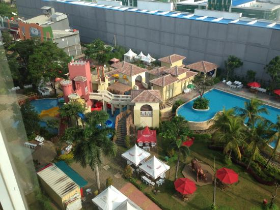 Cikarang, Indonesien: nice pool, good for adly and kids