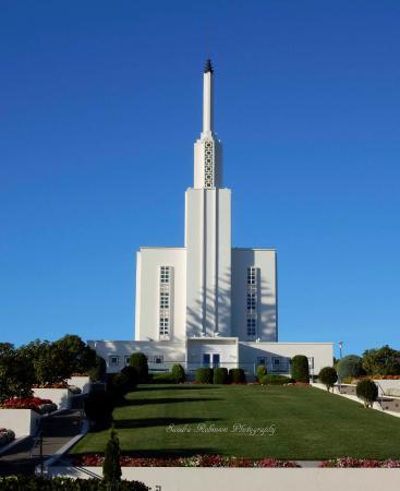 Hamilton New Zealand Temple: Mormon Temple