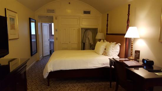 The Mission Inn Hotel and Spa: Raincross Room