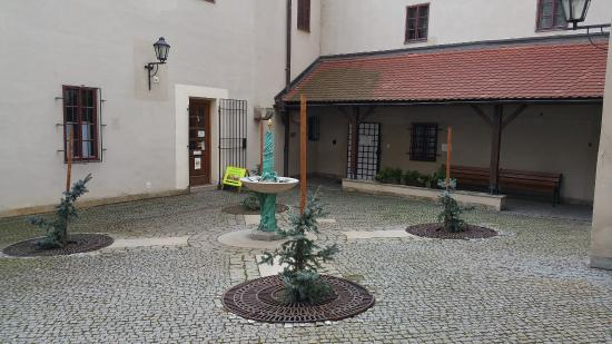 Brno, Tsjekkia: Courtyard in Front of Moravska Vesnicka Betlem