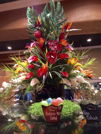 Rodizio Grill: Centerpiece in salad area
