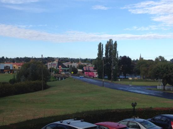 Elite Motor Inn: View from Balcony (front of Unit 12) towards town centre