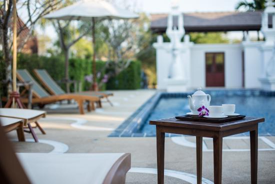 San Kamphaeng, Tailandia: By the swimmimg pool