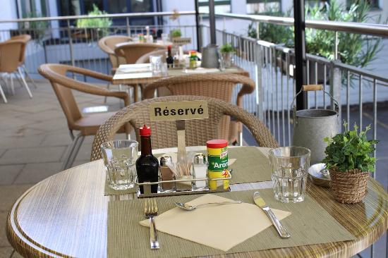 Ebnat-Kappel, Suiza: Terrasse mit Mittagstisch