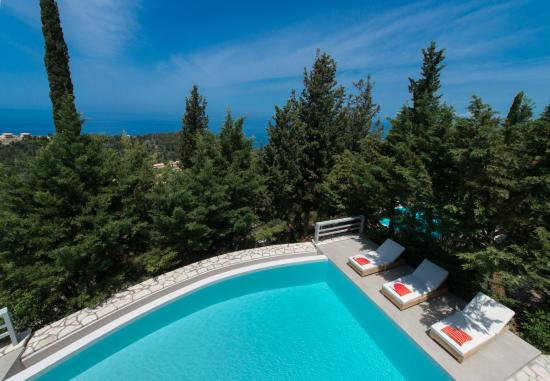 Idilli Villas Lefkada: Enjoy your large infinity private pool villa!
