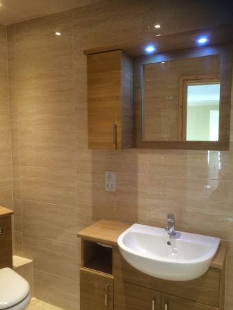 Royal Glen Hotel : En suite bathrooms