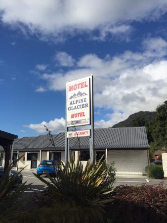Alpine Glacier Motor Lodge: photo0.jpg