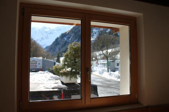 Sporthotel Eienwaldli: View of the motorhome site from the camp site kitchen/lounge