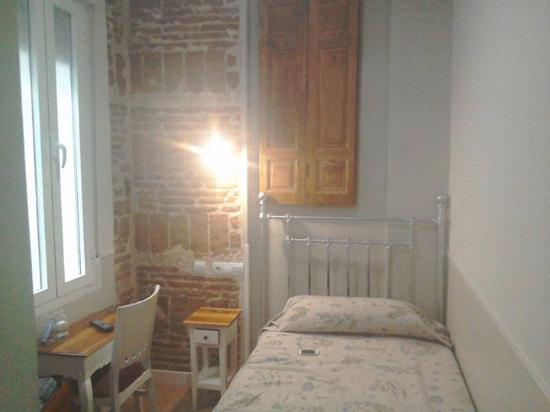 Hostal Madrid: How cute is this room? April 2016