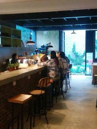 Guesthouse17: Front desk and cafe