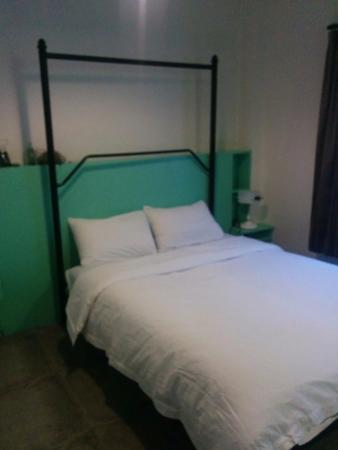 Guesthouse17: Cozy bed, soft mattress