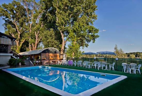 piscina - Foto di Le Terrazze Sul Po, Borgoforte - TripAdvisor