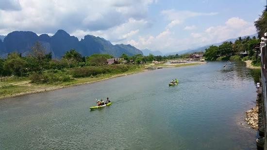 Sala Pha Deng: People canoeing