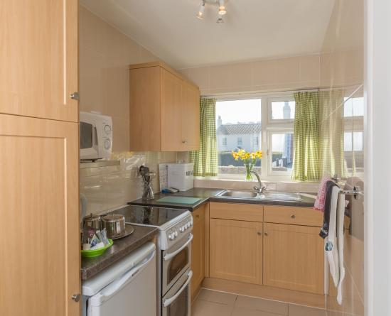 Del Mar Court Self Catering Apartments: kitchen