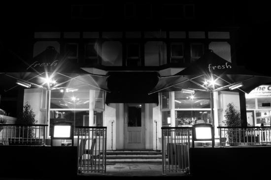 Fresh Cafe Bar & Grill