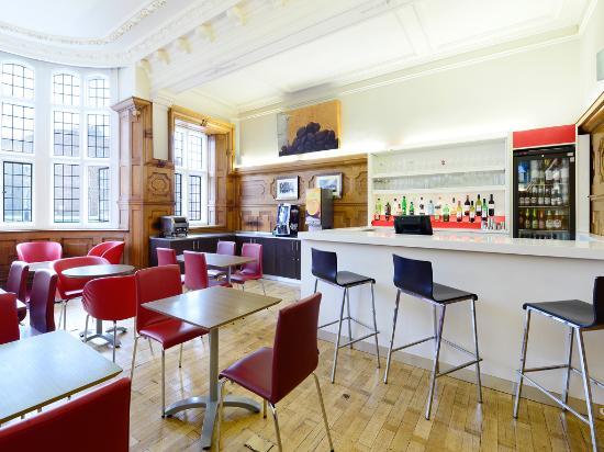 Travelodge London Central Kings Cross: Bar cafe