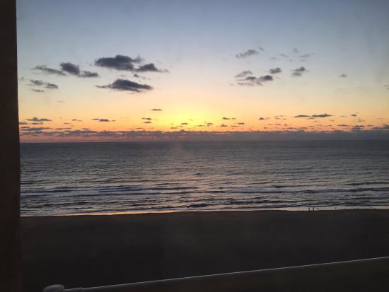SpringHill Suites Virginia Beach Oceanfront: Oceanfront Room view of sunrise