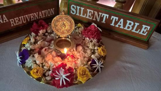 Ayurveda Yoga Villa: Flower arrangements like this fresh every morning.