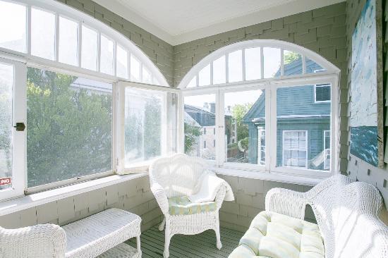 Chart House Inn: Sun Porch