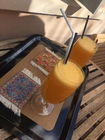 Fatma Hanoum Boutique Hotel: They welcomed us with fresh juice!