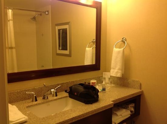 bathroom picture of portland marriott downtown waterfront rh tripadvisor com