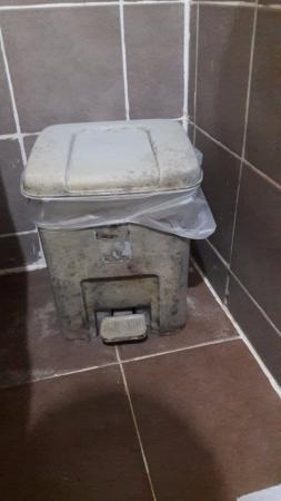 Ao Nang Cozy Place: Dirty bathroom