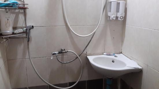 Ao Nang Cozy Place: No tap for washing hands
