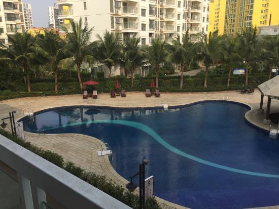 Wulan Hot Spring Hotel: big swimming pool without people