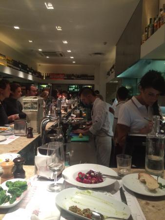 Barrafina: Selve baren set fra min plads