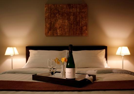Hotel Meg: bed