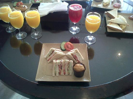 The Segara Suites: Breakfast