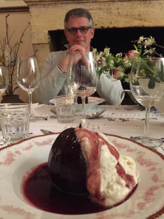 Nerigean, Γαλλία: nach einem reichhaltigen Essen das Sahnehäubchen