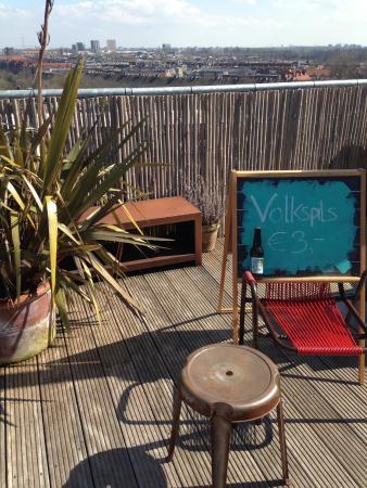 Volkshotel: Sonntag auf dem Dach mit Musik und Sauna und hauseigenem Bier