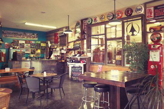 Invermere, Kanada: Have a pint or flight in our 1950s gastown taproom!