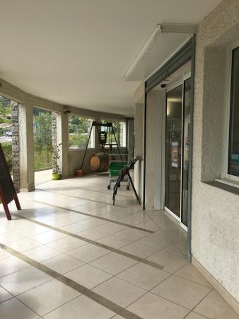 Quissac, Frankreich: rampe d'accès au caveau (accès handicapés)