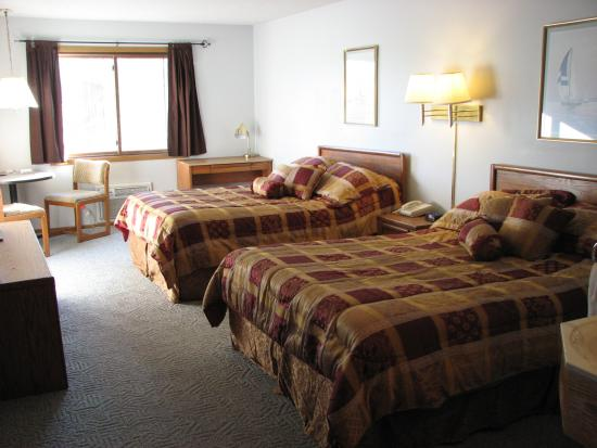Eagle River Inn & Resort: 2 queen deluxe room.