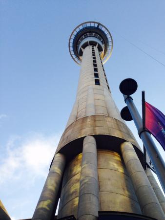Mercure Auckland: Auckland tower a pasos del hotel