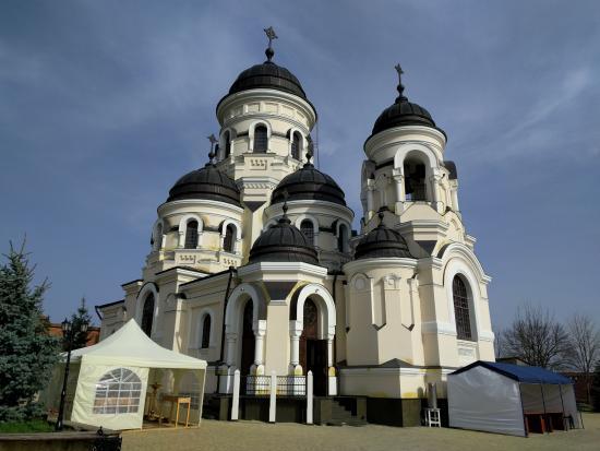 Capriana, Moldova: Pretty church!