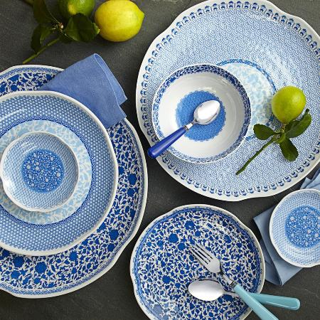Washington, فيرجينيا: Beautiful dishware that looks like ceramic but is actually melamine. Large selection in the shop