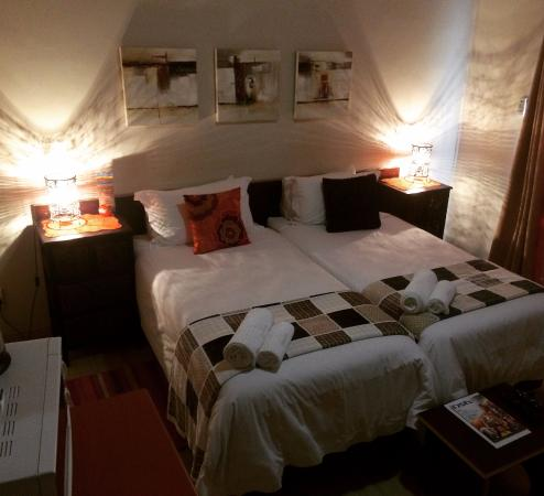 Aliwal North, África do Sul: Room 2 has two single beds.