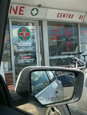 Hampton Inn & Suites Denver/Airport-Gateway Park: Local Alternative medicine despenseries.