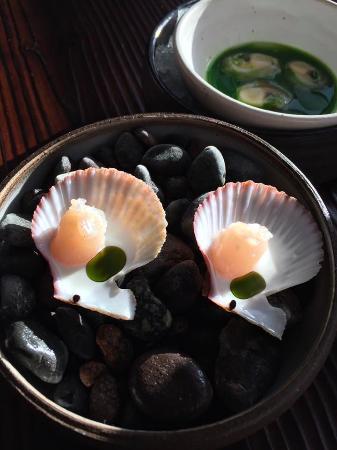 Lummi Island, WA: Fresh local clams & oysters.