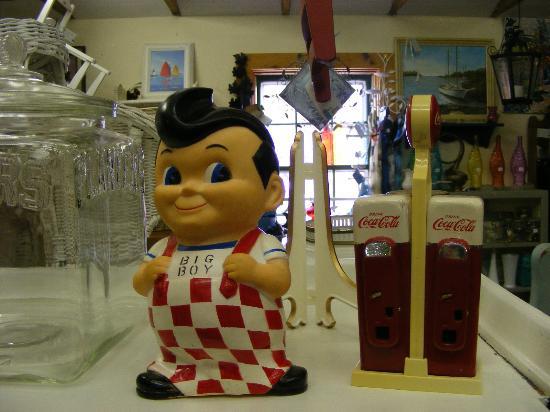 West Harwich, MA: kitsch