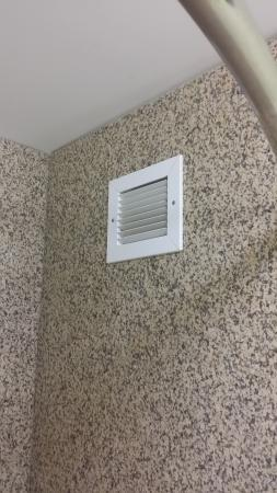 what s up with the vent in the shower stall no fan behind it odd rh tripadvisor com